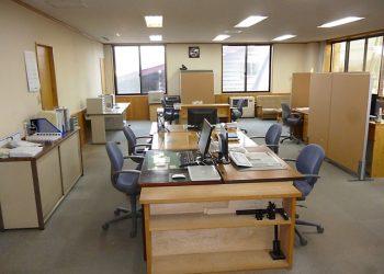 仕事に集中できる整然とした事務所